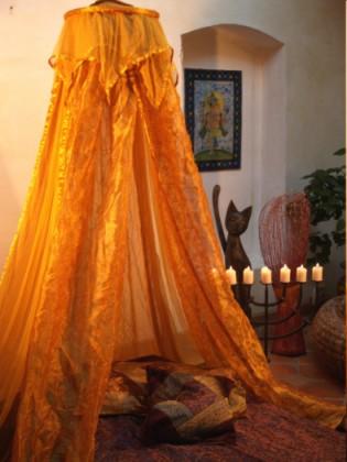 betthimmel baldachin moskitonetze vorh nge aus indischem sareestoff und baumwolle feng shui. Black Bedroom Furniture Sets. Home Design Ideas